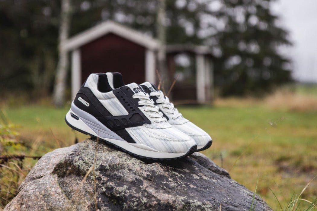 Sneakersnstuff-Brooks-Regent-1-1050x700