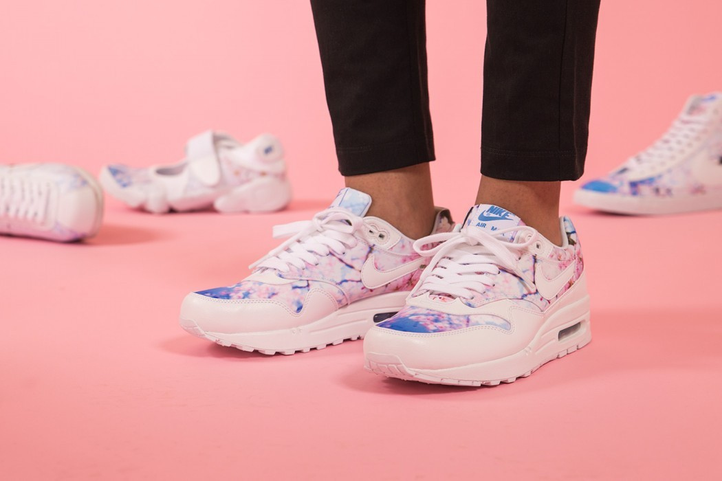 the nike cherry blossom pack is here sneakersnstuff blog. Black Bedroom Furniture Sets. Home Design Ideas