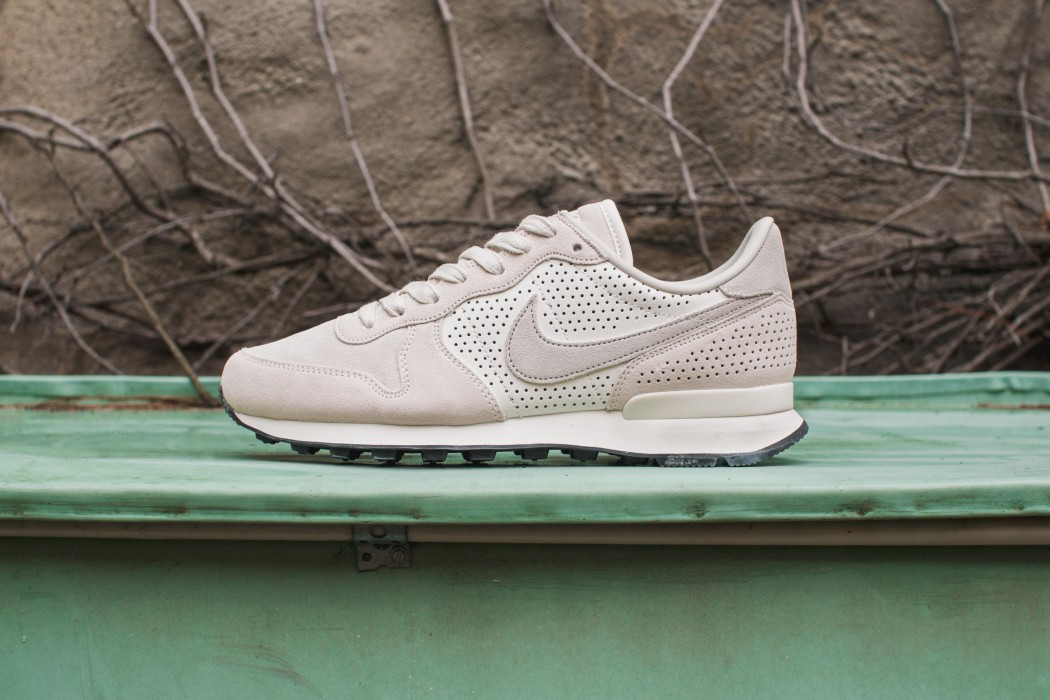 Nike Internationalist Perforated Leather And Suede Sneakers Clearance Ebay EfjRd